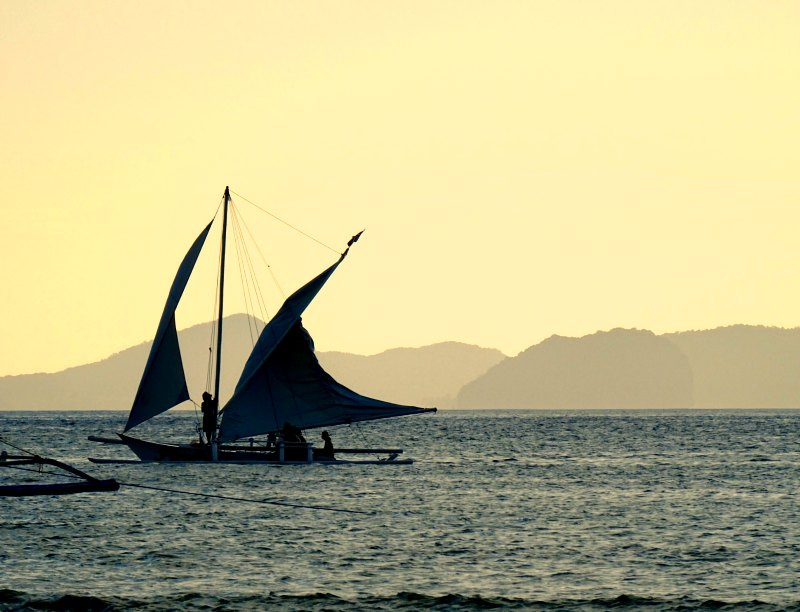 Charter a bangka boat in El Nido, the philippines