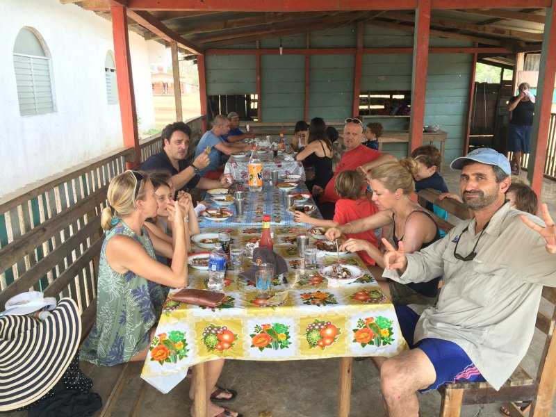 Panama with kids: A fantastic lunch cooked by the woman of Pueblo Nuevo in Lake Bayano