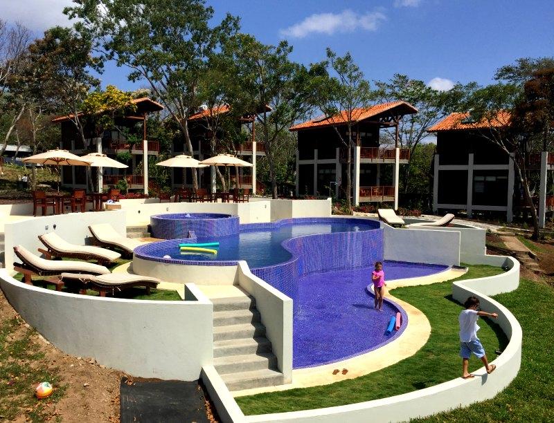 Pacaya Lodge pool casitas