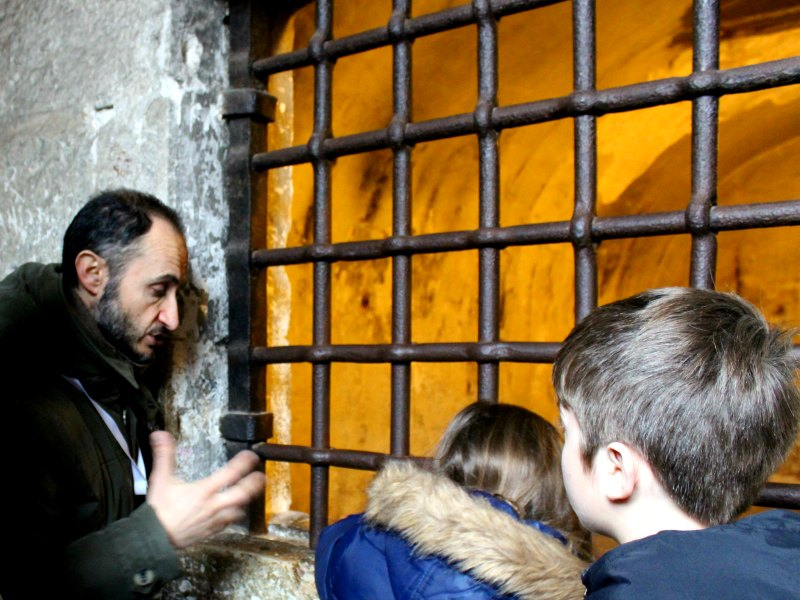 Matteo explaining prison life. Venice with kids livitaly tour with kids