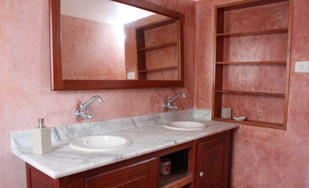 bathroom (annex room)