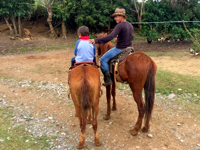 horse riding vinales friends