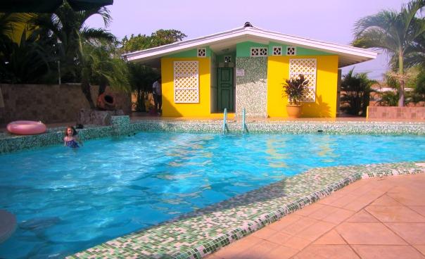 Casa Amarilla pool